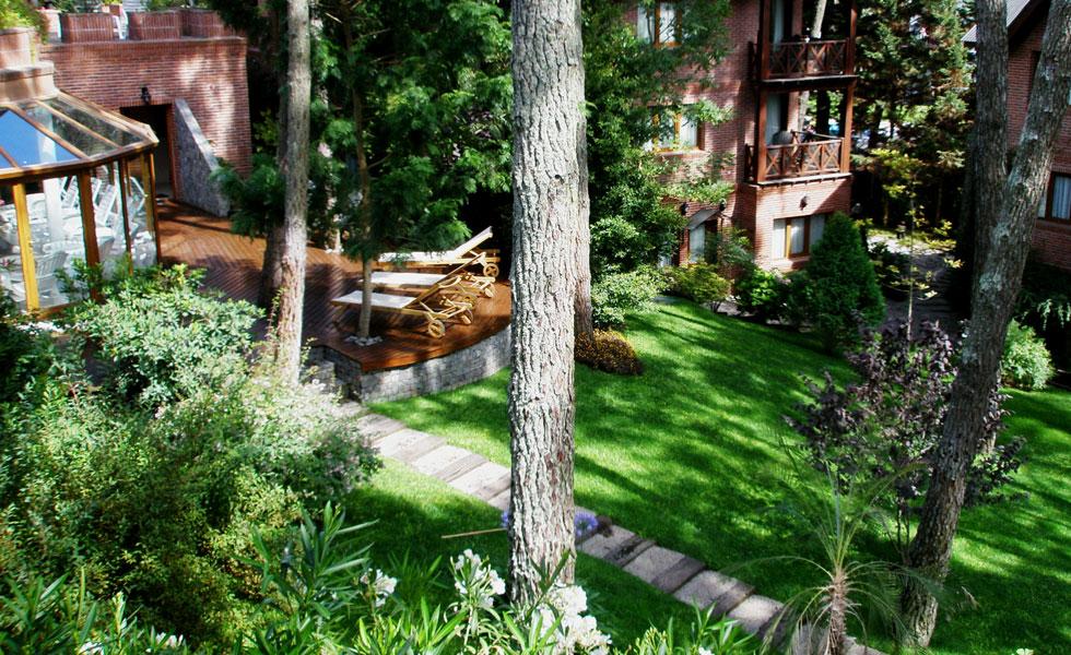Vista Jardines y piscina cubierta